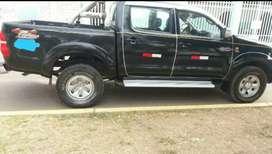 Vendo Toyota Hilux 4 x 4,  131000 km - 2013