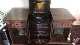 Tocadiscos, lector de CD y casette c/parlantes y Mueble