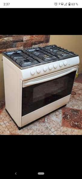 Cocina de seis hornillas 100 funcionando con tanque de gas