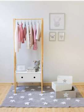 Colgador ropa con cajón blanco