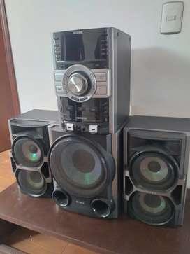Vendo equipo de sonido marca Sony  poco uso