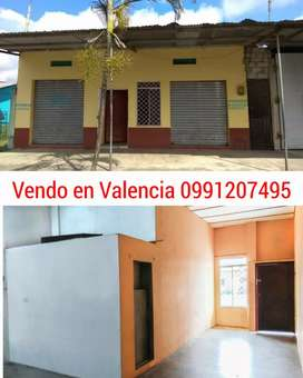 Vendo casa amplia con dos locales en Valencia Los Ríos. Muy buen sector comercial.