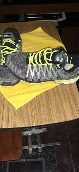 Vendo zapatillas FILA 42