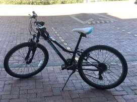 Bicicleta trek para niña como nueva con factura