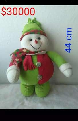 Se venden muñecos navideños