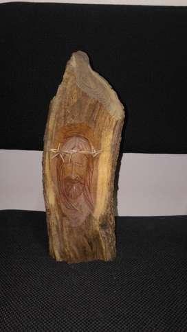 Imagen religiosa tallada en madera