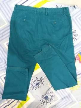 Pantalón verde usado, clásico