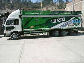 Vendo m camión Nissan del año 96 en buen estado