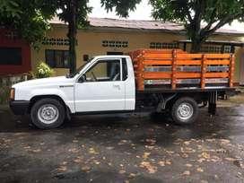 Hermosa camioneta de estacas