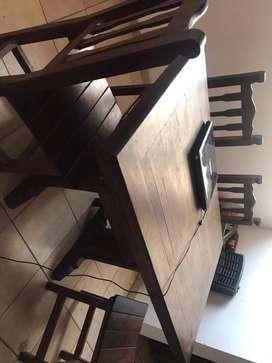 Mesa y 4 sillas de algarrobo