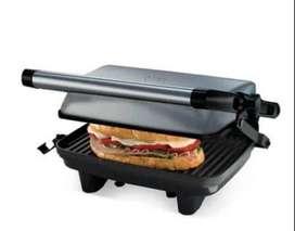 Sandwichera grill Oster altura ajustable