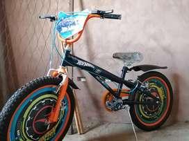 Vendo bicletaa para niño aro 12