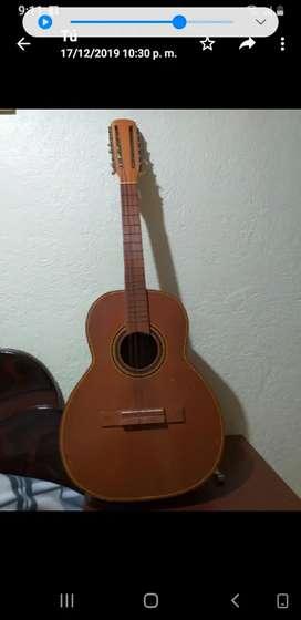 Se vende Guitarra Tiple