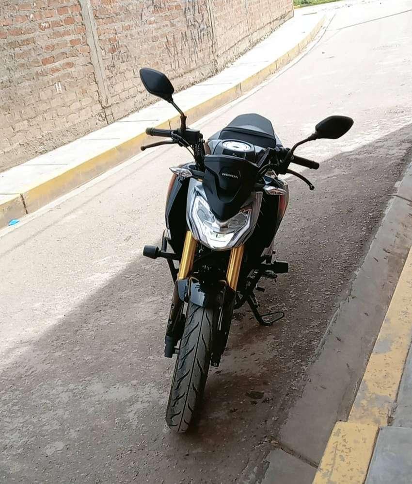 VENDO MOTO  HONDA CBR 190 0
