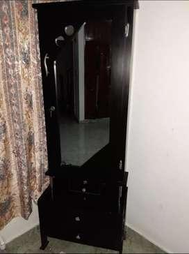 Nochero negro con espejo