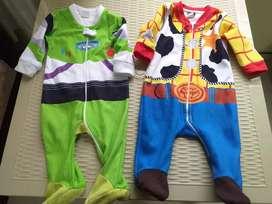 Bebés.  Corral - cargador - pijamas