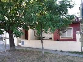 Alquilo casa 2 dormitorios en Barrio Pacífico, calle Viamonte1586