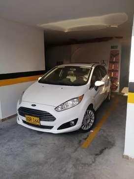 Ford Fiesta HB Titanium. Modelo 2015. 33.000.000. Color Blanco. Automático. Económico en combustible.