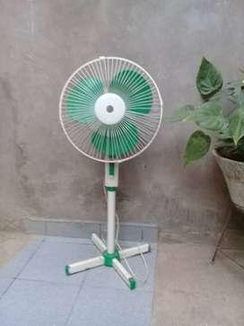 Vendo ventilador de pie y de mesa
