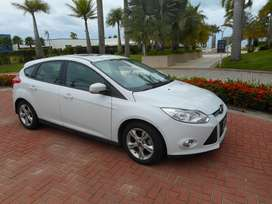 Ford Focus SE Plus- IMPECABLE