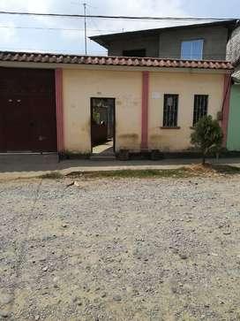 se vende una casa de dos piso con garaje
