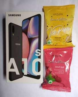 Celular SAMSUNG Galaxy A10s más 1 jabón de maracuyá y piña más 1 jabón de menta y frambuesa