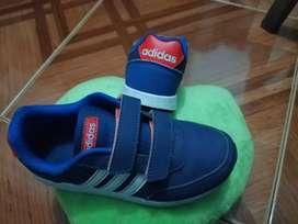 Zapatillas Adidas originales para niño como nuevas