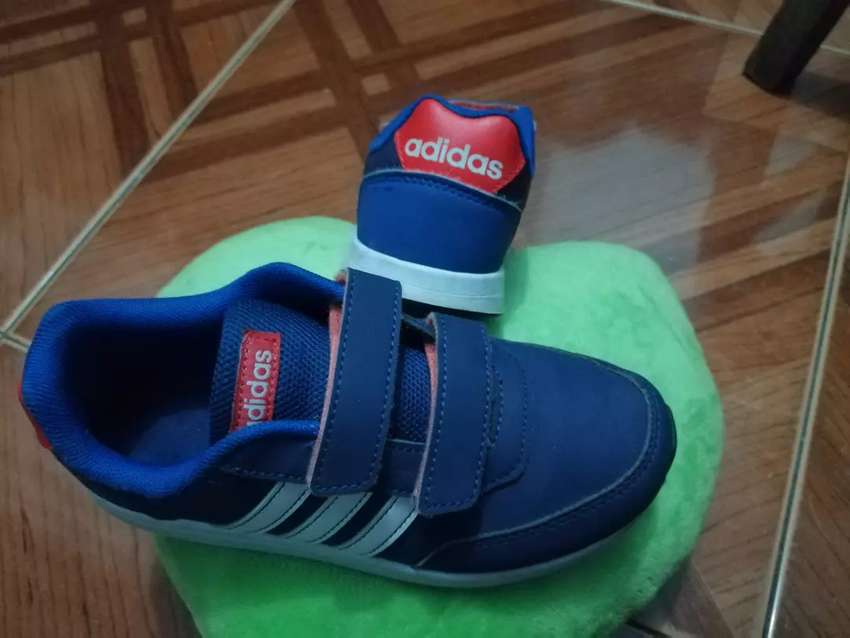 Zapatillas Adidas originales para niño como nuevas 0