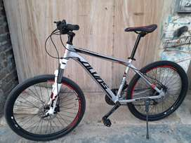 Bicicleta aro 26 de aluminio. Cableado interno horquila de aluminio frenos idraulicos