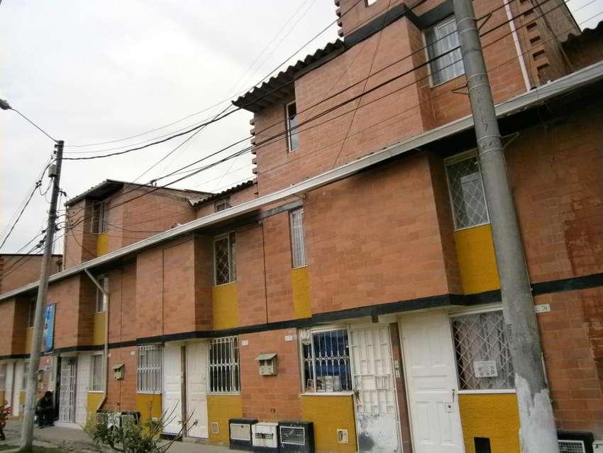 VENDO HERMOSA CASA 3 X12  TRES PISOS PARA ESTRENAR  EN BOSA RECREO. 0