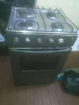 Vendo estufa 4 puestos con horno en muy buen estado funcional al 100%