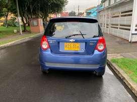 Maravilloso carro en excelente estado, azul oscuro,  cuatro puertas,  llantas nuevas, Chevrolet Aveo corto clásico.