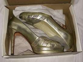 Sandalias doradas para fiesta,de autor número 39/40,impecables