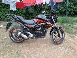 Se vende moto suzuki gixxer