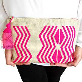 Cartera de mano clutch, hecha por artesanas wayuu