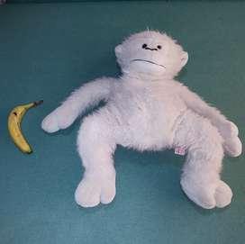 Mono de peluche usado grande  Medidas: 60 CM de alto 38 CM de ancho