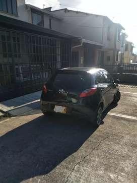Mazda 2 HB color negro