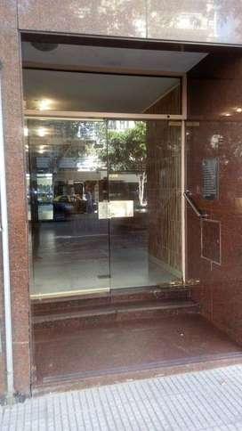 DUEÑO: Depto 3 amb de 44 m2, APTO PROFESIONAL, 4º piso al frente sobre Av Belgrano al 2300 (CABA)