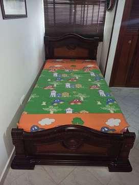 Se vende Cama+mesa de dormitorio
