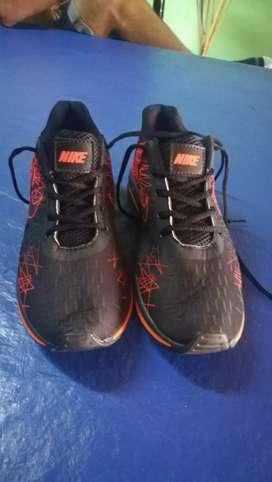 Zapatillas importadas número 43