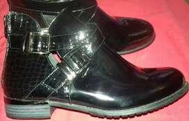 Botineras botas charoladas nuevas talle 40