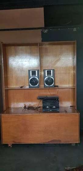 Mueble escritorio y equipo de musica