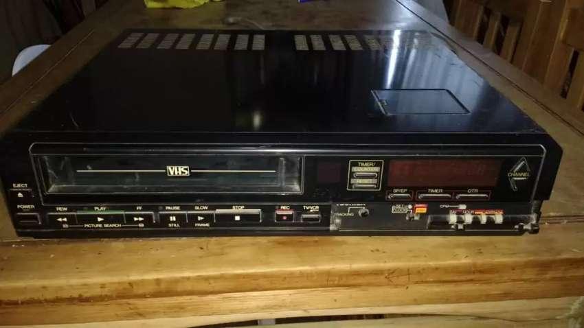 Vendo reproductor de VHS en buenas condiciones 0