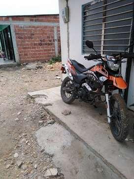 Vendo moto en duro