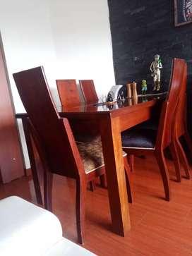 Comedor en excelente estado 100 / 100 color café oscuro a 600000 pesos