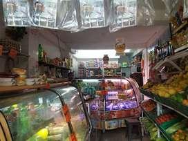 Se vende tienda de frutas y verduras