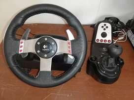 Timon Logitech G27 con cambios secuenciales en el timón y manuales con pedal de embrague