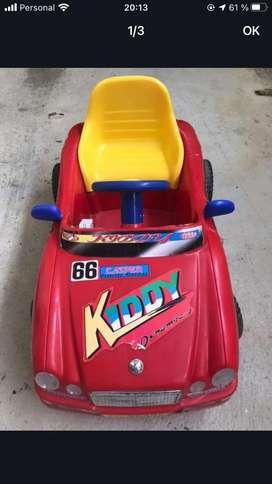 Auto a motor para niñxs