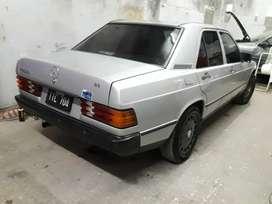 Mercedez Benz modelo 85