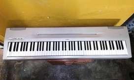 Piano Yamaha P-60 Acabado En Plateado 88 Teclas Pesadas
